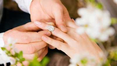 آتلیه عروس در دوران عقد می تواند خاطرات زیبای شما را بهتر ثبت کند.
